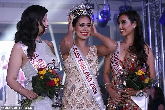 Hoa hậu có hai bằng Đại học, IQ 146, trở thành bác sĩ ngay sau đăng quang - 1