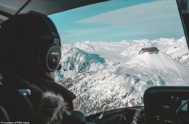 Hình ảnh ngoạn mục từ buồng lái của nữ phi công xinh đẹp 29 tuổi - 6