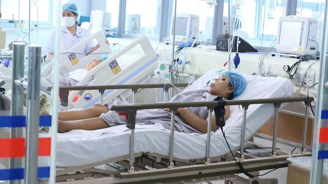 2 bệnh nhân sự cố chạy thận ở Nghệ An suy đa tạng, chuyển ra Bạch Mai - 1