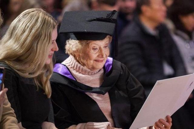 Cụ bà nhận bằng thạc sĩ ở tuổi 90: Không có từ không thể trong từ điển - 2