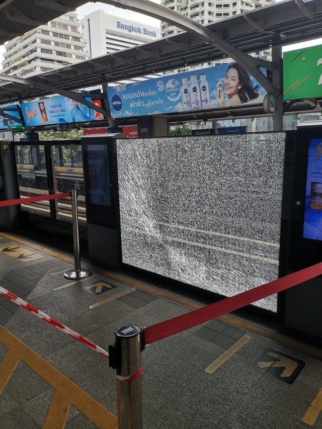 Nổ liên tiếp tại trung tâm thủ đô của Thái Lan - 1