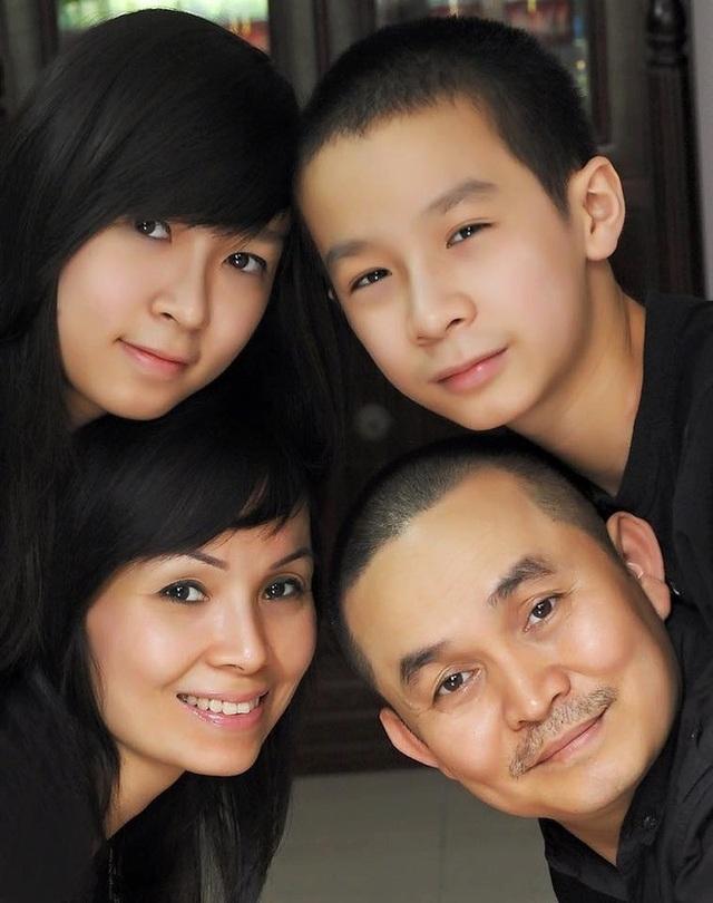 Xuân Hinh chia sẻ ảnh gia đình gây sốt mạng xã hội - 1