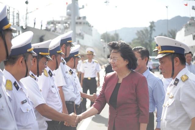 Phó Chủ tịch nước thăm cán bộ, chiến sĩ Vùng 4 Hải quân - 1