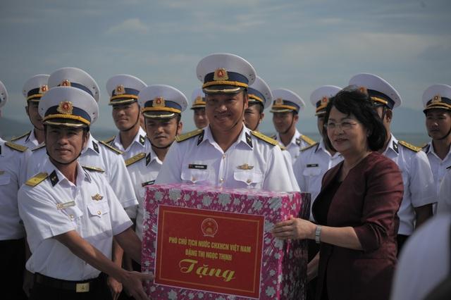 Phó Chủ tịch nước thăm cán bộ, chiến sĩ Vùng 4 Hải quân - 2