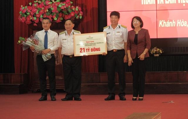 Phó Chủ tịch nước thăm cán bộ, chiến sĩ Vùng 4 Hải quân - 3