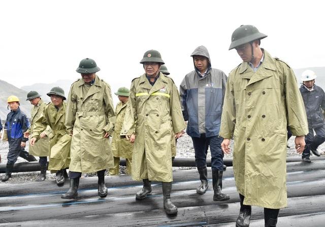 Phó Thủ tướng Trịnh Đình Dũng kiểm tra công tác phòng chống bão số 3 - 1