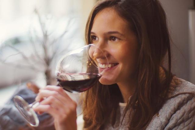 Hợp chất trong rượu vang đỏ có thể điều trị chứng lo âu và trầm cảm - 1