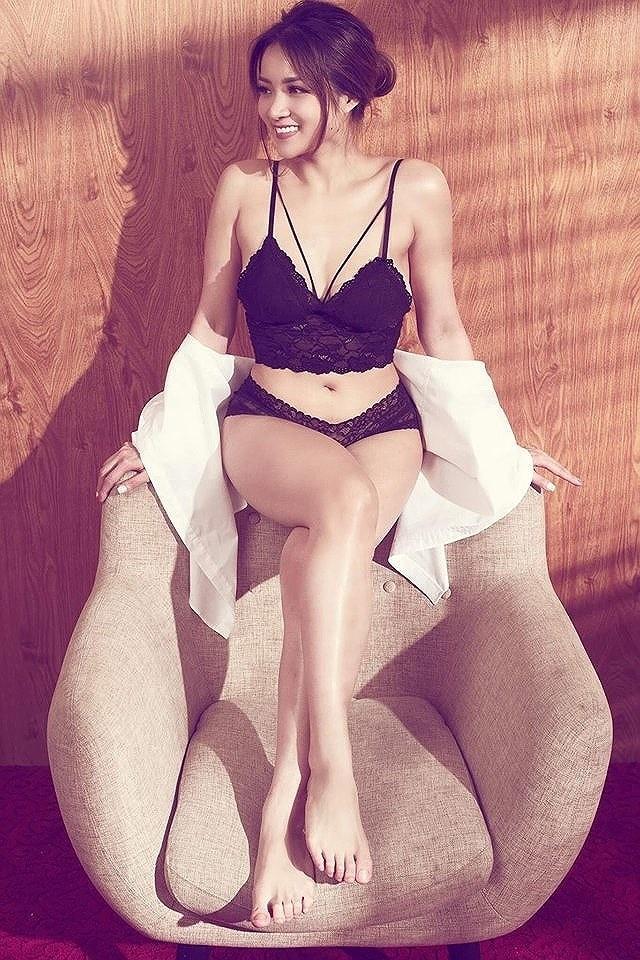 Thủy Top mặc bikini khoe vòng ba bỏng mắt trên du thuyền - 6