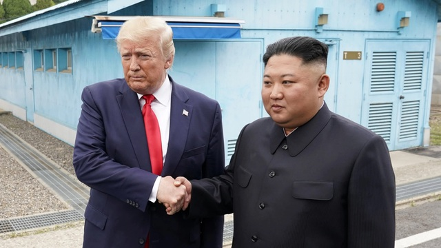 Ông Trump mềm mỏng bất thường sau 3 vụ phóng tên lửa của Triều Tiên - 1
