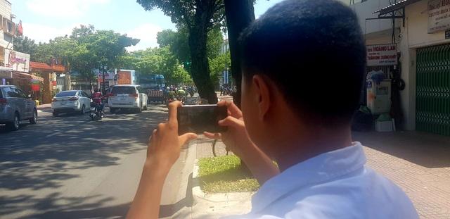 Cảnh sát giao thông tiếp nhận clip người dân cung cấp để phạt nguội - 2