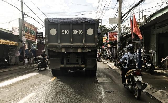 Con đường đau khổ tại TP.HCM: Lãnh đạo huyện chỉ đạo xử lý xe quá tải! - 11