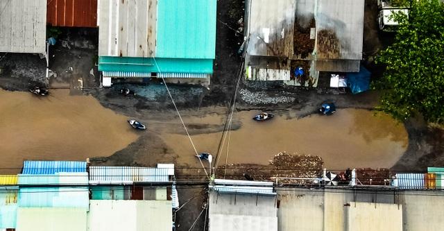 Con đường đau khổ tại TP.HCM: Lãnh đạo huyện chỉ đạo xử lý xe quá tải! - 2