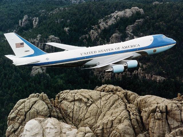 Điểm danh 10 máy bay quân sự đắt giá nhất thế giới - 2