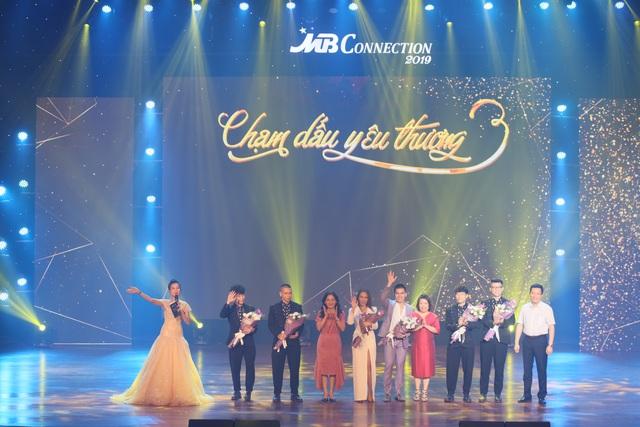 """MB Đà Nẵng tổ chức Live concert """"Chạm dấu yêu thương"""" tri ân khách hàng - 1"""