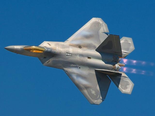 Điểm danh 10 máy bay quân sự đắt giá nhất thế giới - 3