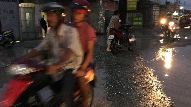 Con đường đau khổ tại TP.HCM: Lãnh đạo huyện chỉ đạo xử lý xe quá tải! - 5