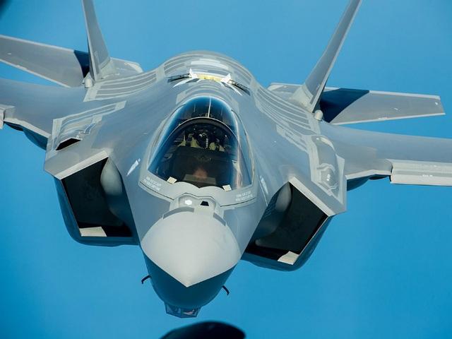 Điểm danh 10 máy bay quân sự đắt giá nhất thế giới - 8