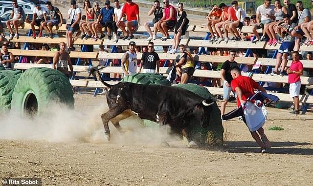 Nam thanh niên tử vong vì mất máu khi tham gia lễ hội bò tót - 1