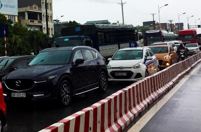 Hà Nội: Cầu huyết mạch tắc dài hàng km vì mưa bão - 3