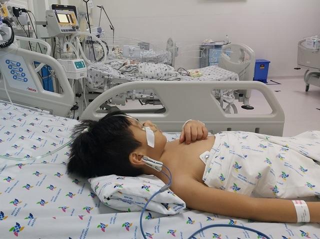 Cuộc chuyển viện lúc nửa đêm cứu cậu bé bị nghẽn đường thở - 3