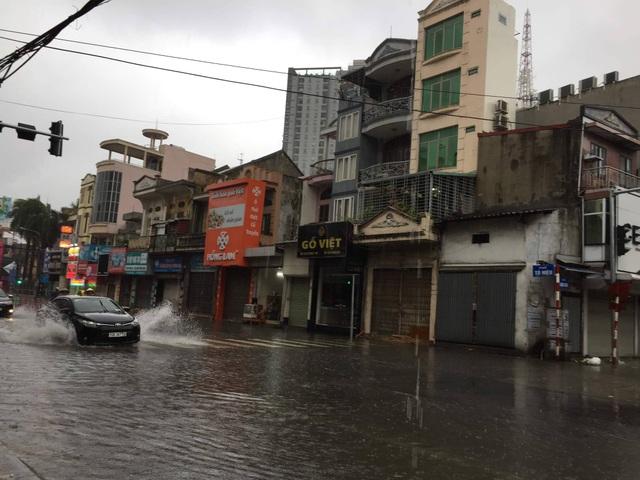 Quảng Ninh - Hải Phòng: Đường phố ngập sâu, cây xanh gãy đổ ngổn ngang sau bão số 3 - 1