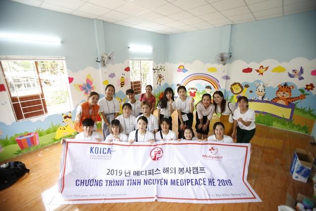 Sinh viên Hàn Quốc giao lưu cùng trẻ em khuyết tật Quảng Trị - 3
