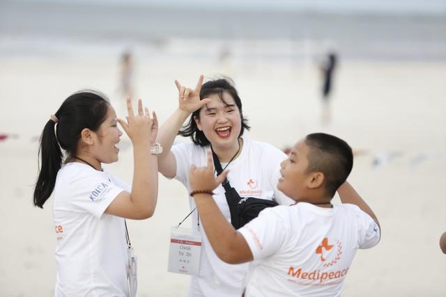 Sinh viên Hàn Quốc giao lưu cùng trẻ em khuyết tật Quảng Trị - 5