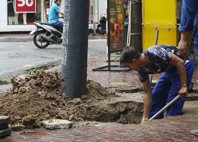 Hải Phòng:  Phố phường ngổn ngang sau bão số 3 - 14
