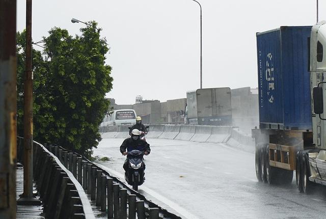 Hải Phòng:  Phố phường ngổn ngang sau bão số 3 - 3
