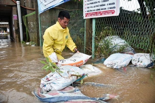 Hà Nội: Đại lộ Thăng Long ngập như sông - 11