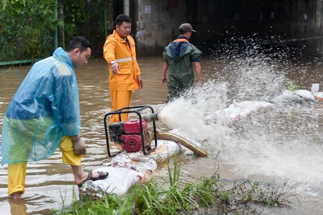 Hà Nội: Đại lộ Thăng Long ngập như sông - 12