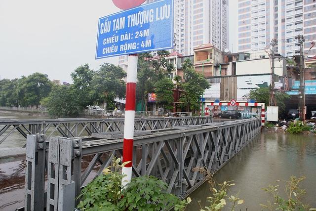 Người Hà Nội bì bõm trong ngõ ngập sâu vì mưa bão - 8
