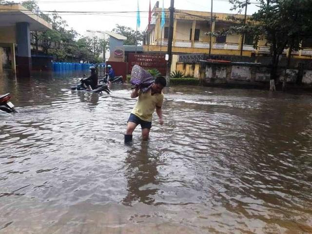 Sau bão, nhiều tuyến đường Thái Bình chìm trong nước - 4