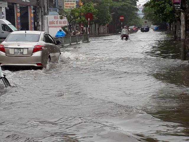 Sau bão, nhiều tuyến đường Thái Bình chìm trong nước - 3