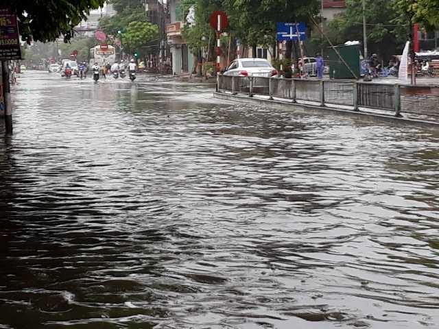 Sau bão, nhiều tuyến đường Thái Bình chìm trong nước - 5