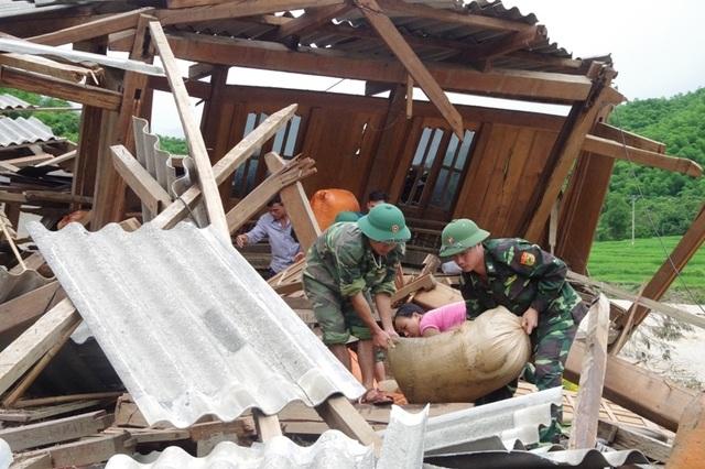 """Huy động lực lượng """"khổng lồ"""" tìm kiếm 12 người mất tích do mưa lũ - 6"""