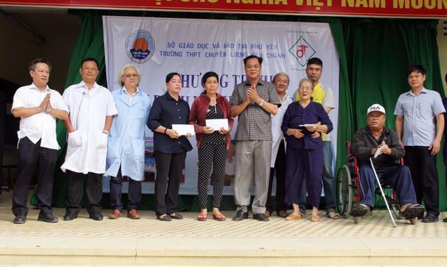 80 y, bác sĩ khám bệnh miễn phí để tri ân mái trường, quê hương Phú Yên - 4