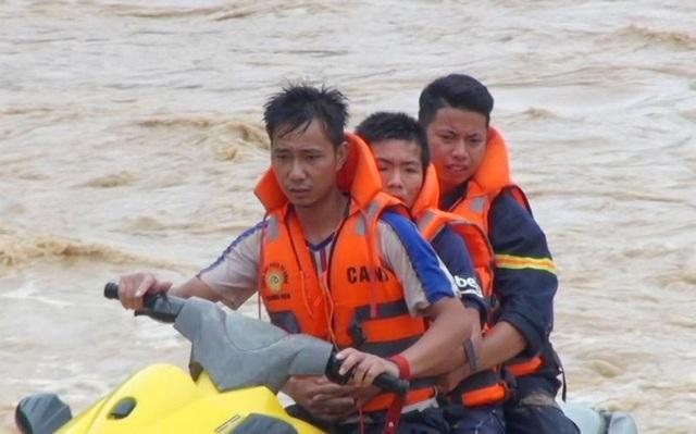 """Huy động lực lượng """"khổng lồ"""" tìm kiếm 12 người mất tích do mưa lũ - 5"""