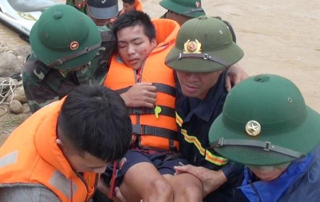 """Huy động lực lượng """"khổng lồ"""" tìm kiếm 12 người mất tích do mưa lũ - 7"""