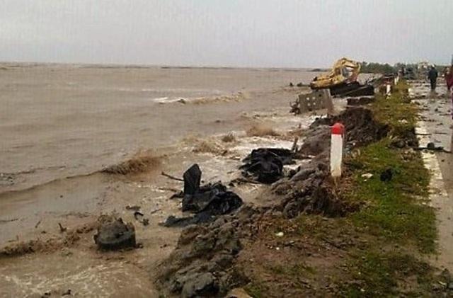 Cà Mau: Thủy triều dâng cao, sóng lớn gây sạt lở nghiêm trọng đê biển  - 2