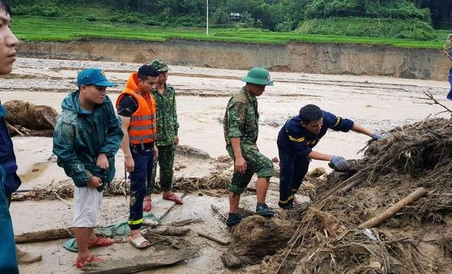 """Huy động lực lượng """"khổng lồ"""" tìm kiếm 12 người mất tích do mưa lũ - 4"""