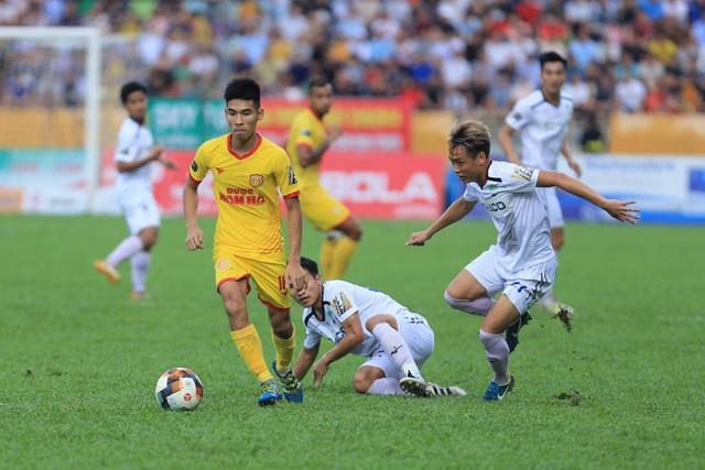HA Gia Lai đánh rơi chiến thắng trước Nam Định ở phút cuối - 1