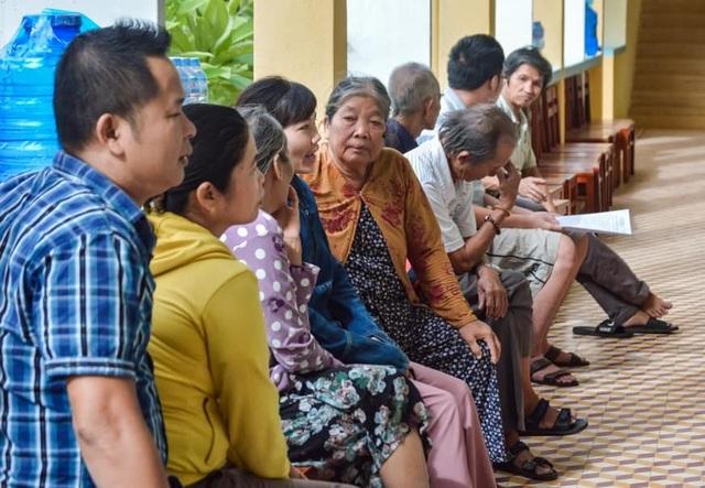 80 y, bác sĩ khám bệnh miễn phí để tri ân mái trường, quê hương Phú Yên - 1