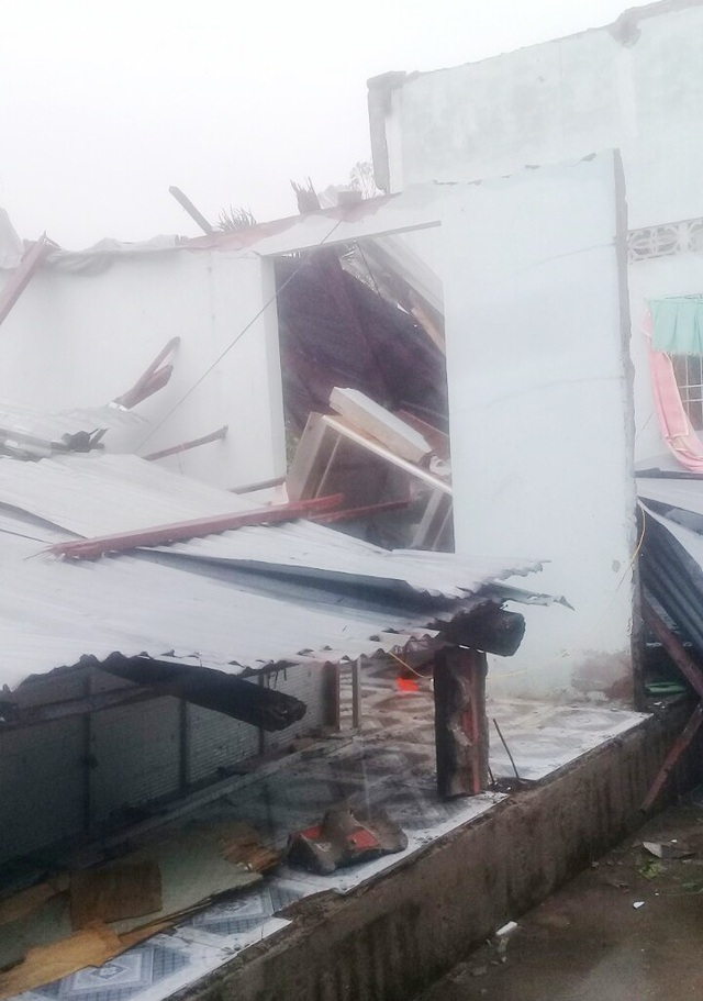 Cà Mau: Thủy triều dâng cao, sóng lớn gây sạt lở nghiêm trọng đê biển  - 6