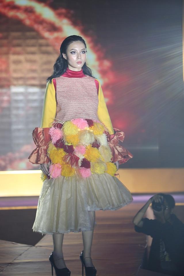 Ngắm thời trang độc đáo do chính học sinh Hà Nội thiết kế và trình diễn - 9