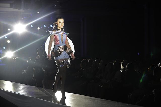 Ngắm thời trang độc đáo do chính học sinh Hà Nội thiết kế và trình diễn - 10