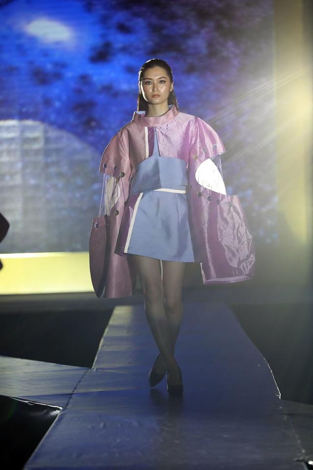 Ngắm thời trang độc đáo do chính học sinh Hà Nội thiết kế và trình diễn - 11