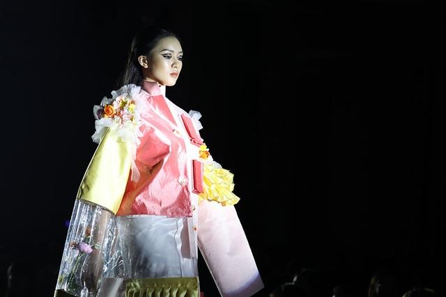 Ngắm thời trang độc đáo do chính học sinh Hà Nội thiết kế và trình diễn - 4