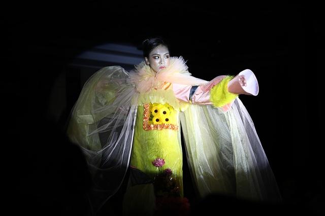 Ngắm thời trang độc đáo do chính học sinh Hà Nội thiết kế và trình diễn - 8