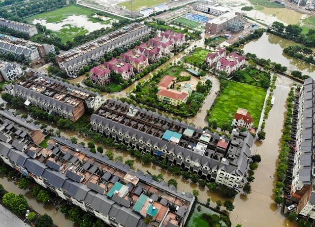 Biển nước bao vây khu biệt thự triệu đô ở Hà Nội - 1